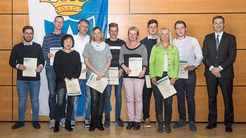Geehrte Mitglieder mit Bürgermeister Burkard (Foto: LICHTfänger kronau)